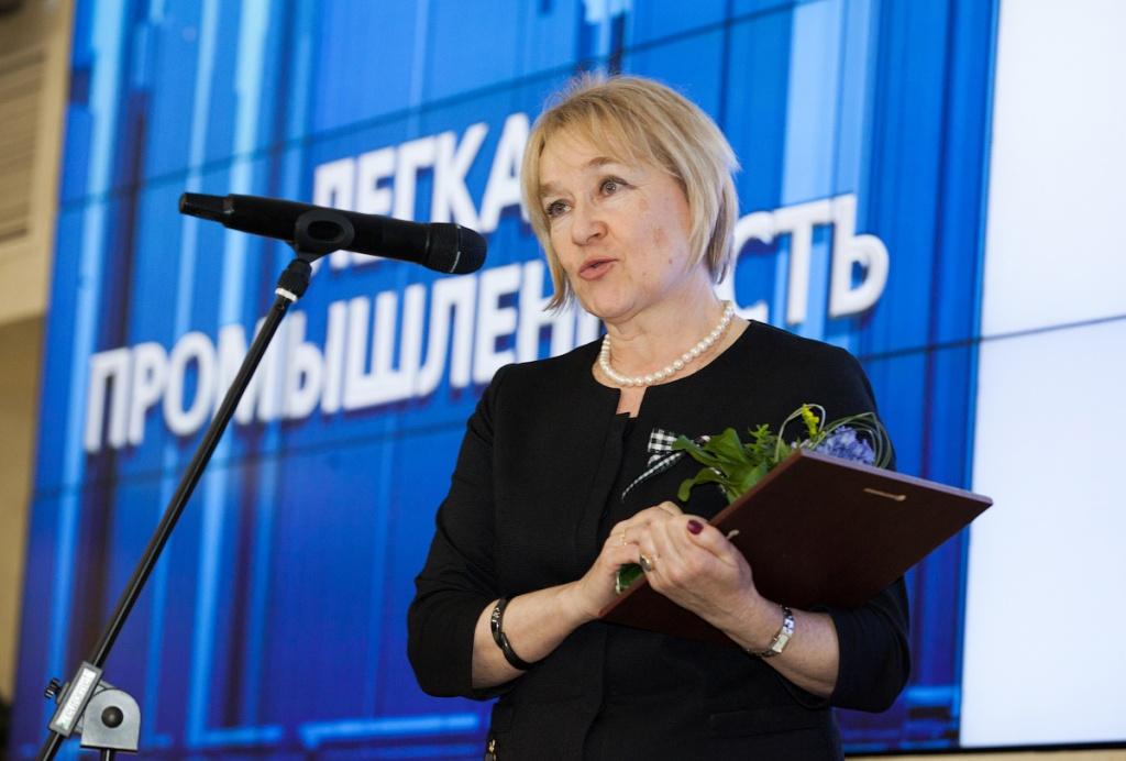 Е.П. Лаврентьева на вручении почетной грамоты Общественной палаты РФ.jpg